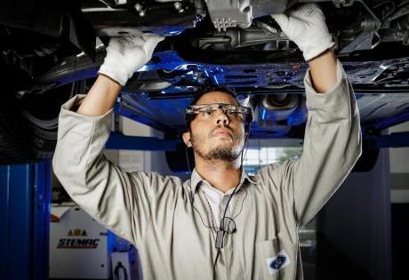 Ford faz Testes em Oculos com Realidade Aumentada que Ajuda no Conserto de Veículos