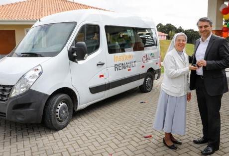 Auxílio para as Crianças, Instituto Renault Entrega Renault Master para o Lar Mãe Maria