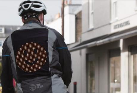 Jaqueta Emoji é Criada pela Ford para Ajudar na Comunicação Entre Ciclistas
