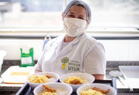 Doações para pessoas de Vulnerabilidade Social são Feitas por Colaboradores Voluntários e Instituto