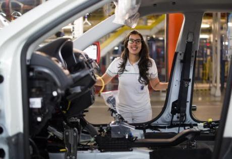 Primeira Mulher Chefe de Fábrica é Anunciada pela FCA na América Latina