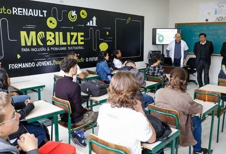 10 Anos com Ampla Carteira de Programas Sociais é Completa pelo Instituto Renault