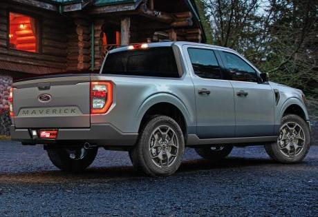 Ford Maverick é vista rodando sem disfarces