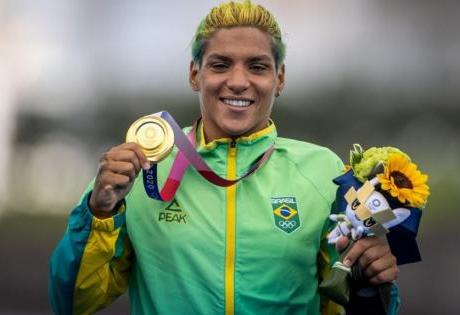 Atleta do time Nissan leva ouro na maratona aquática