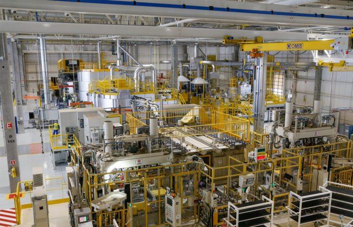 Renault comemora 20 anos de Brasil com recorde de participação e nova fábrica