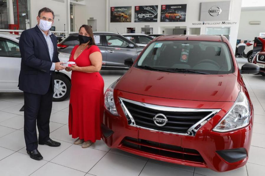 Primeira Unidade do Versa V-Drive 1.0 é Vendida em Loja Virtual e Nissan Realiza Entrega